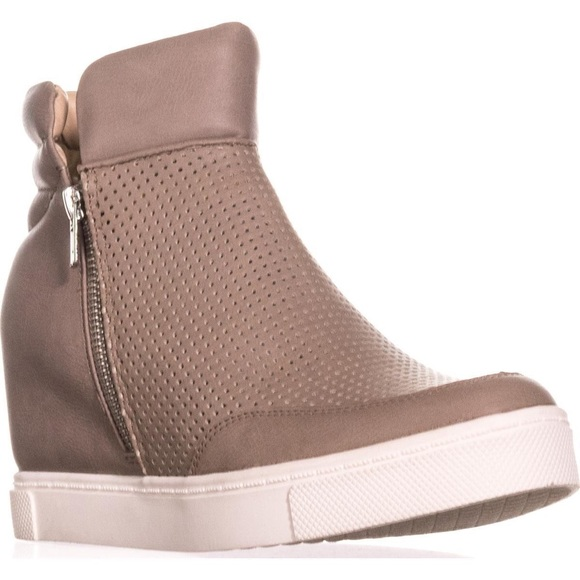 6f74ee65221 Steve Madden Linqsp wedge sneakers grey   tan 8. M 5ade7f855512fdce4f3950fb